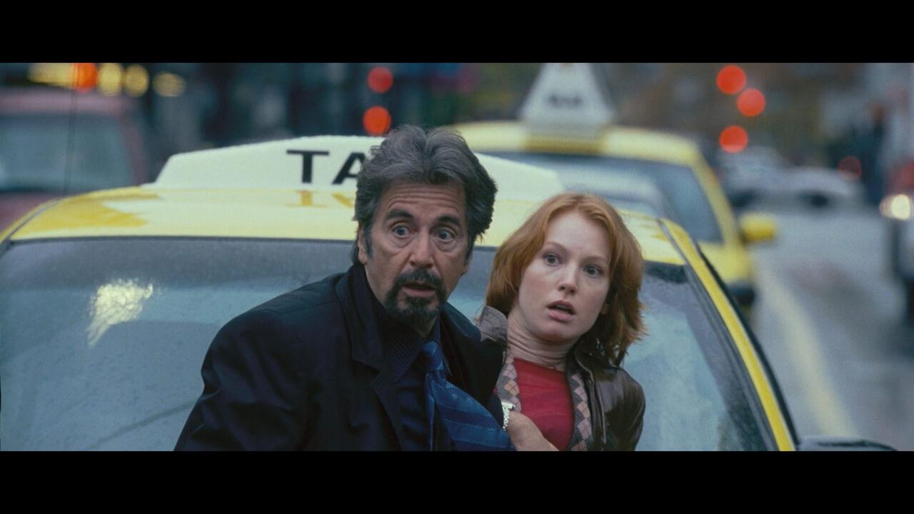 『88ミニッツ』にて主人公・ジャックと助手・キム。演じるのはアル・パチーノとアリシア・ウィット。