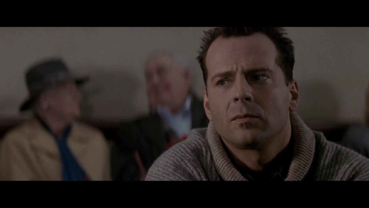 『ダイハード2』の主人公・マクレーン。妻を迎えに来た空港でまたしても騒動に巻き込まれることに。