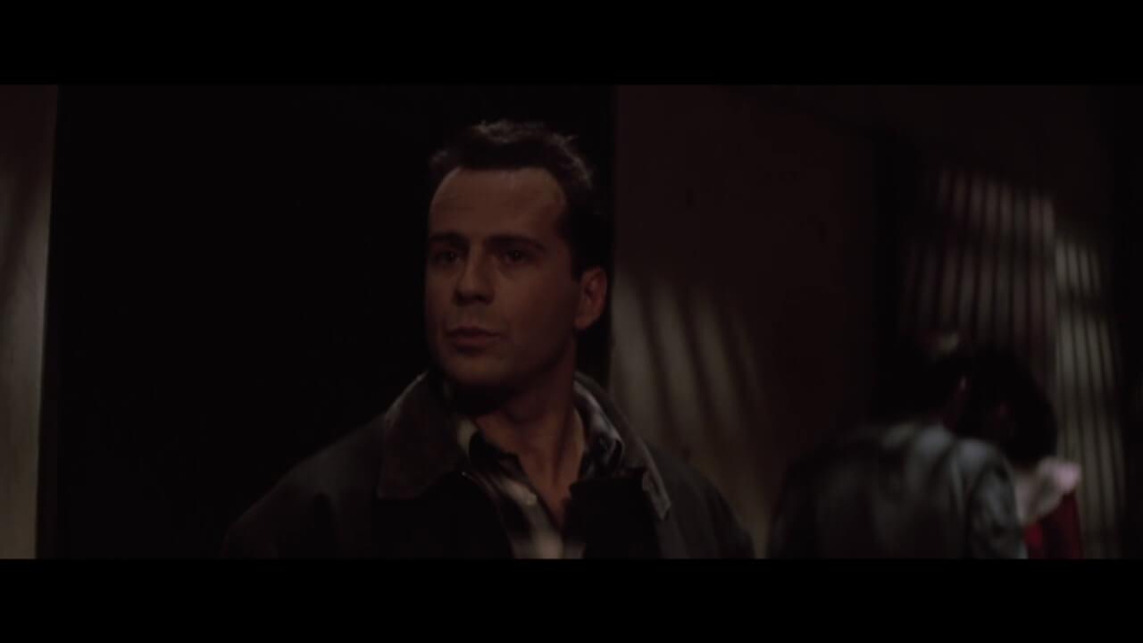 『ダイハード』の主人公・マクレーン。演じるのは本作で一躍スターダムを駆け上がったブルース・ウィリス。