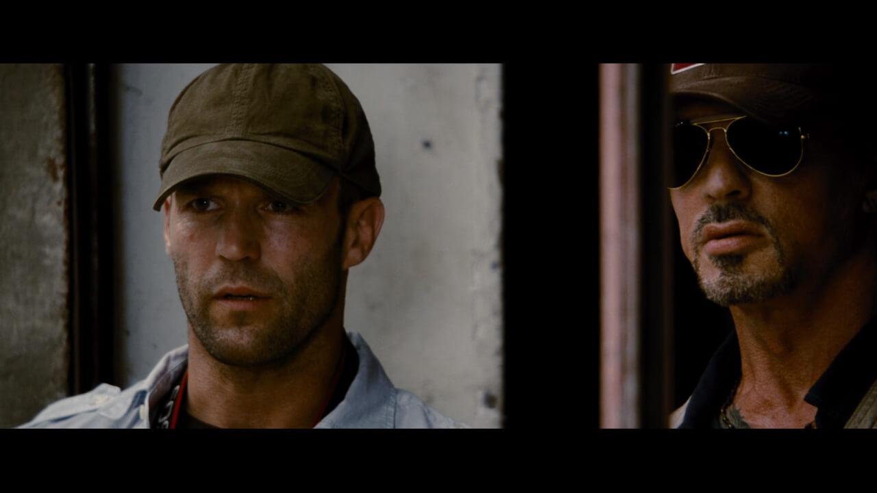 シルベスター・スタローン演じる主人公・ロスと、相棒・リー(演:ジェイソン・ステイサム)。