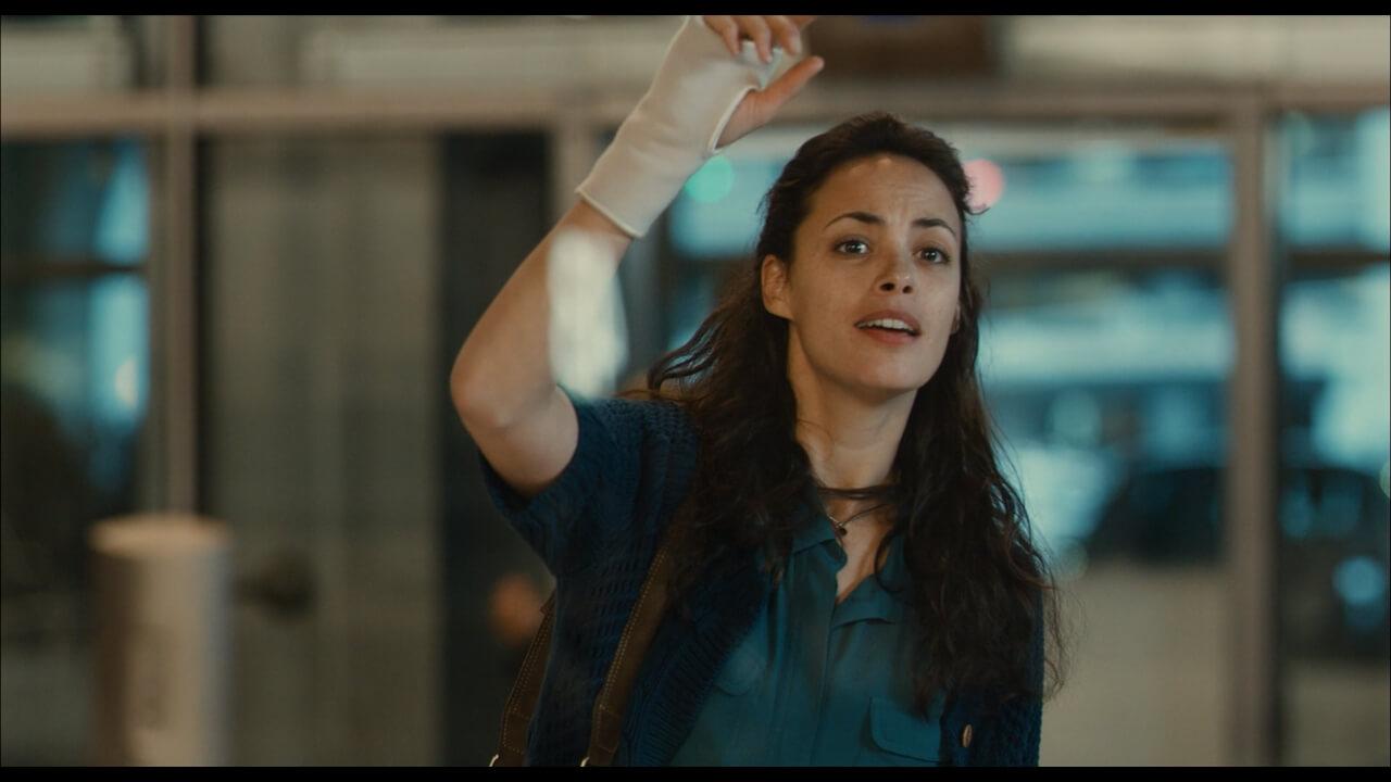 『ある過去の行方』にてベレニス・ベジョ演じる主人公・マリー。前夫アフマドを空港で出迎えるシーン。