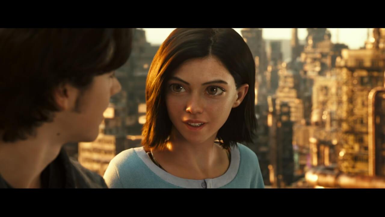 『アリータ: バトル・エンジェル』の主人公・アリータがヒューゴと会話するシーン。アリータを演じるのはローサ・サラザール。