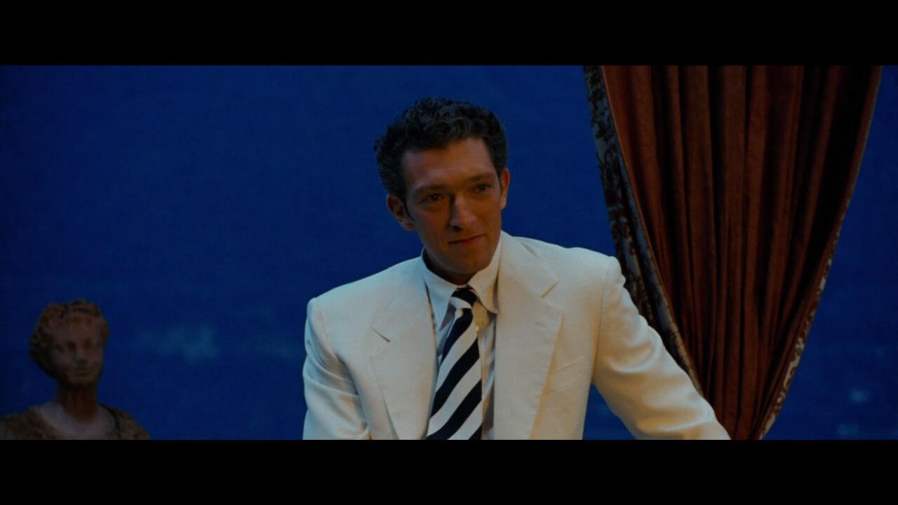 『オーシャンズ12』にて「オーシャンズ」の強力なライバルとして登場する怪盗「ナイトフォックス」。