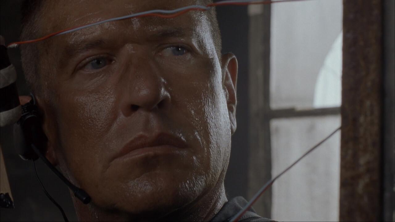 『山猫は眠らない2-狙撃手の掟-』の主人公・ベケット。演じるのはトム・ベレンジャー。