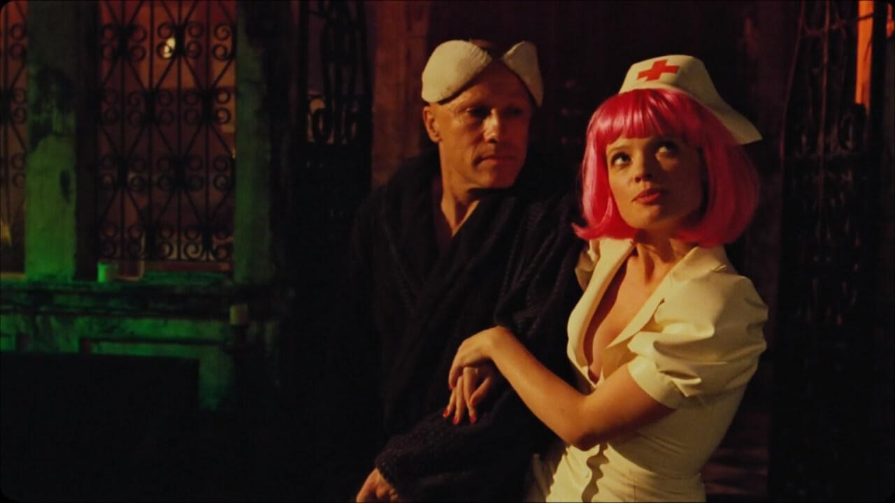 『ゼロの未来』にて主人公・コーエンと、コールガール・ベインズリー。演じるのはクリストフ・ヴァルツとメラニー・ティエリー。