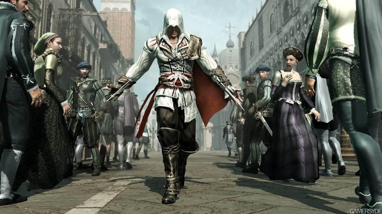 『アサシンクリード2』の主人公エツィオ。アサシンの衣装を身にまとい、フィレンツェの街を歩く。