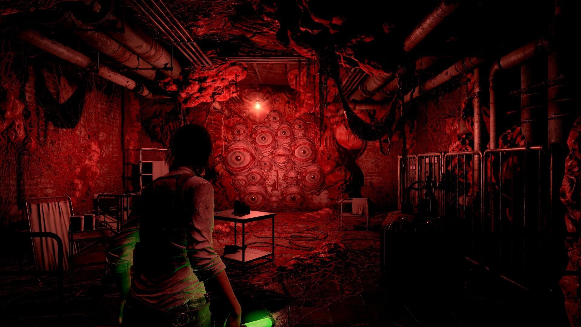 目でいっぱいの暗室。