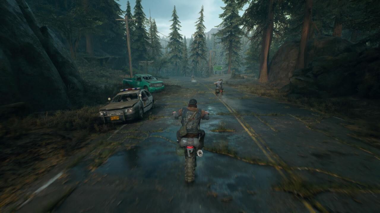 バイクにまたがり、荒れ果てた北米を突っ走る。『Days Gone/デイズ・ゴーン』より。